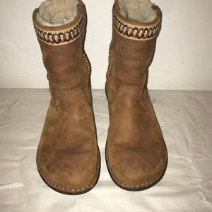 UGG pullon short boots